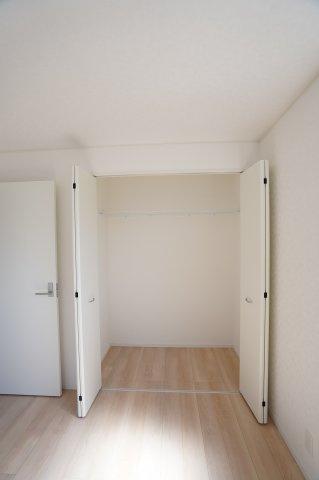 【同仕様施工例】2階 スーツケースやゴルフ用品など大きな物も収納できます。
