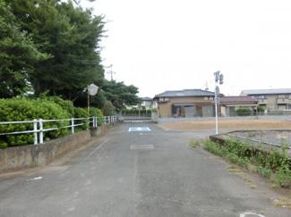 【前面道路含む現地写真】鴻巣市稲荷町の売地 A区画