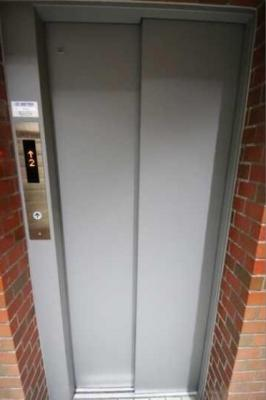 シャトレー渋谷のエレベーターです。
