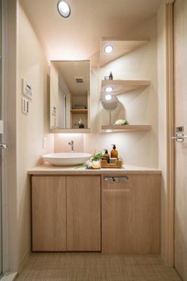 収納も付いていて使い勝手の良い洗面台です♪
