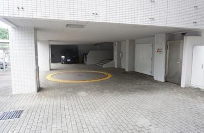 高輪シティハウスの駐車場です。