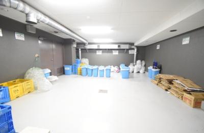 ベイサイドステージ東京の敷地内ゴミ置き場です。