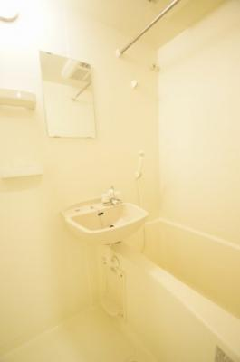 雨の日のお洗濯物にも便利な浴室乾燥機能付きのバスルームです