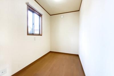 《書斎》主寝室には書斎があり、テレワークルームとしてやウォークインクローゼットとしてお使い頂けます。