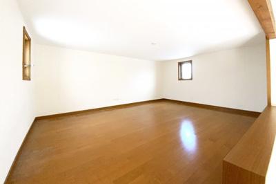 《洋室6帖①》ロフトはお子様の嬉しい空間です。荷物が多いご家庭なら収納としても活躍します。