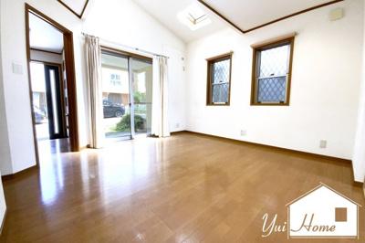 静かで綺麗な分譲地内の4SLDK中古戸建のご紹介です\(^_^)/リビングに床暖房がありご家族が自然と集まる空間です。