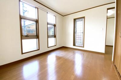 《主寝室6帖》ご夫婦の寝室にぴったりのお部屋です。書斎やバルコニーがあります。