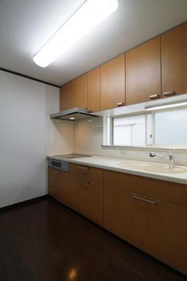 お料理しやすいキッチンです ※シンクのみステンレス製に変更予定です。