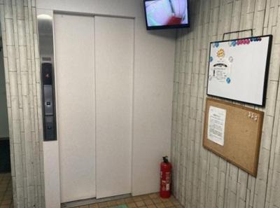 鶯谷上原ハイツのエレベーターです。