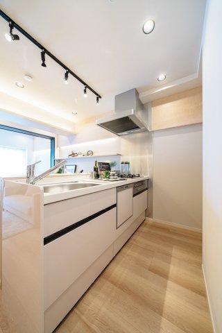 システムキッチン新規交換です 食洗機・浄水器一体型水栓付 標準装備です