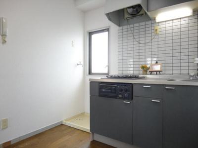 きれいなキッチンです(同物件別部屋の写真)