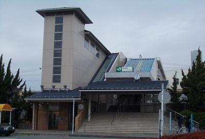 東海道線・鴨宮駅まで1400m