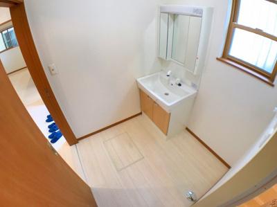 約2帖の洗面室です♪窓から明るい光が入ります♪
