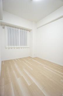 5帖の洋室。コンパクトながら、収納スペースもしっかり確保。寛げるプライベート空間です