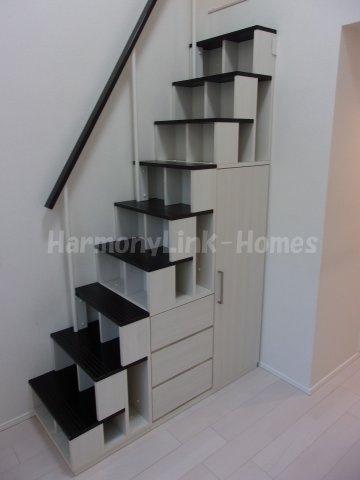 ハーモニーテラス前野町Ⅱの収納付き階段☆