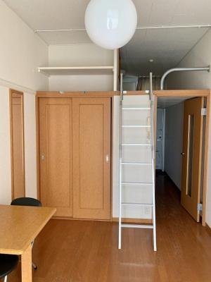 2階は絨毯になります。