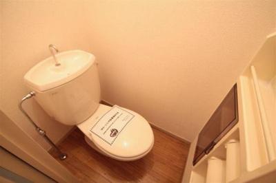 収納スペース付きのトイレです♪