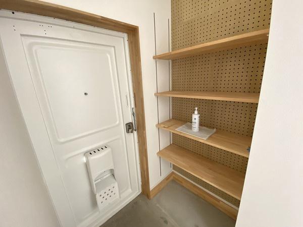 高さ調整のできる可動棚のある玄関です♪