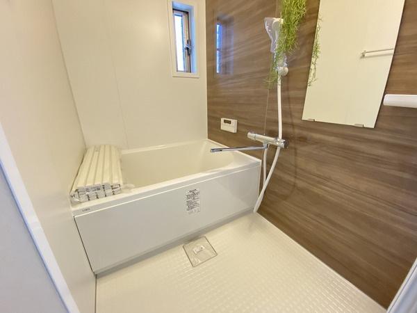 綺麗な浴室で1日の疲れを癒せます♪