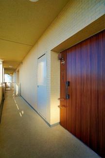 プライバシー性の高い、玄関ポーチ付き! 戸建のような感覚です!