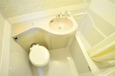 バス・トイレ・洗面台は一緒です