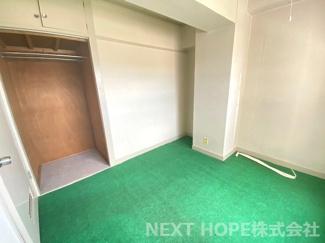 洋室4帖の収納です♪たくさんのお洋服・小物が収納できるので室内を有効に使用していただけます(^^)