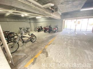 駐輪場です♪屋内なので、大切な自転車・バイクを雨風から守ってくれます(^^)