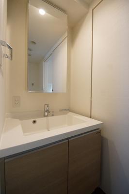 日々の生活に便利な「独立洗面台」あります。