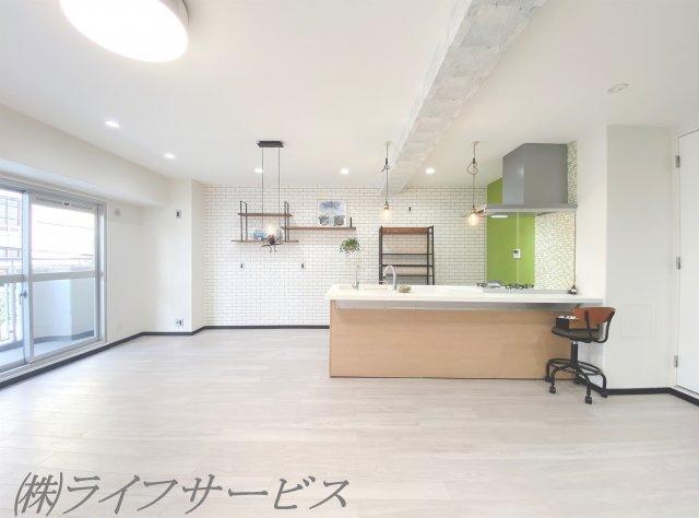 オープンタイプのカウンターキッチンでお部屋も広々と感じられますね