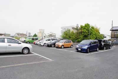 敷地内に平置き駐車場あります