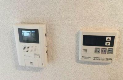 左:モニターフォン 現況優先