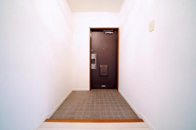 お好みの下駄箱を設置できる玄関です。