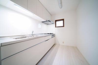 システムキッチン新規交換済みです。独立型のキッチンですので、お料理に集中することができます。