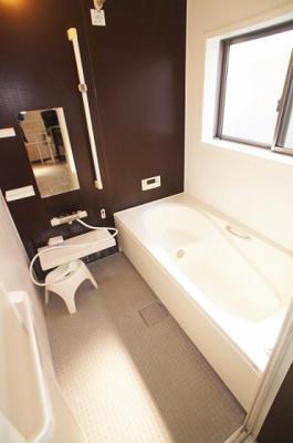 落ち着いた雰囲気のお風呂です。