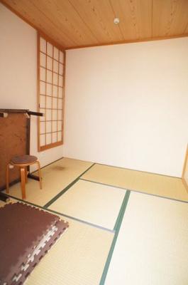 落ち着いた雰囲気の和室付きです。