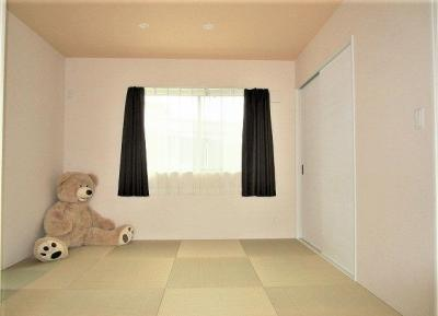 しっとりと落ち着いた雰囲気の琉球畳仕様の和室!大きな収納付き!