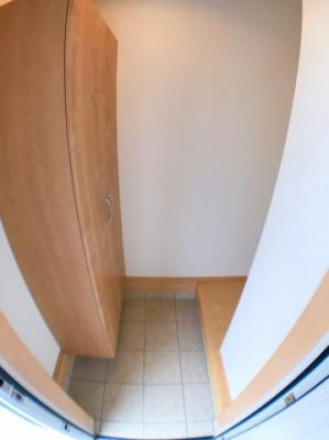 玄関の写真です♪ シューズボックスもございます♪