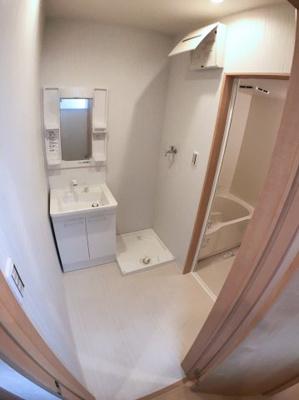 洗面室の写真です♪ 室内洗濯機置場がございます♪