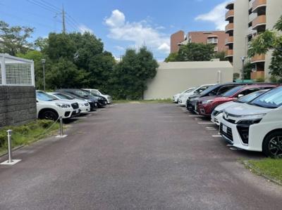 駐車場は平面です。空き随時確認