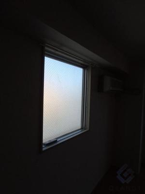 角部屋ならではの小窓♪