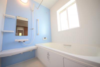 45号棟 窓付きの明るいお風呂 足も伸ばせる広々設計