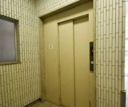 大橋団地久保ビルのエレベータ―です。