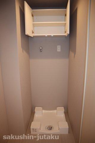洗濯機置場 上部に収納棚