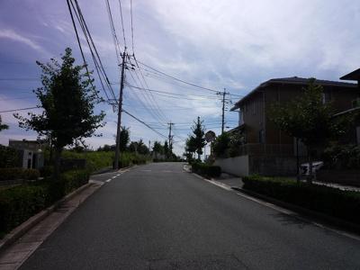 【前面道路含む現地写真】遠賀郡岡垣町松ヶ台一丁目6番8号