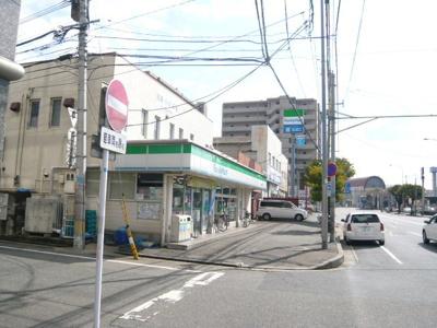 ファミリーマート博多駅南五丁目店まで570m