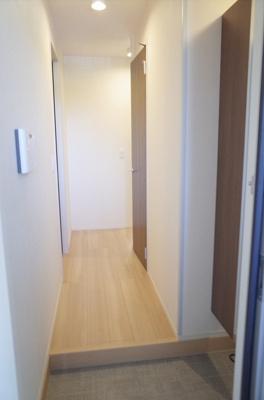 収納もある玄関です 同型タイプ