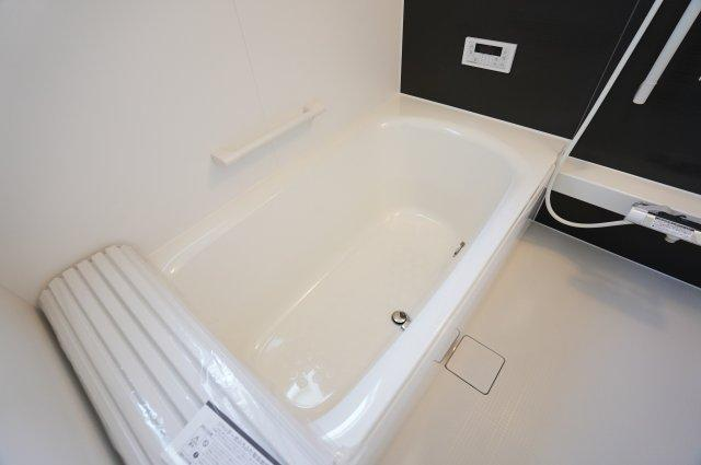 【同仕様施工例】清潔感のある浴室です。