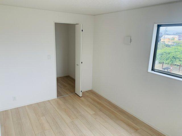 【同仕様施工例】2階 各居室クローゼットありますのですっきり片付けられます。