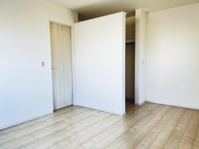 【同仕様施工例】2階 WICがあるお部屋です。すっきり片付けられます。