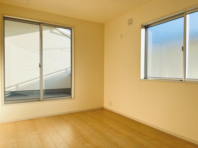 【同仕様施工例】2階 窓が2面あるので採光・通風のよいお部屋です。
